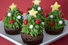 Strawberry Christmas Tree Brownie Bites Recipe