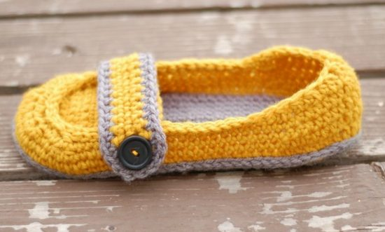 Button Strap Slippers FREE Crochet Pattern