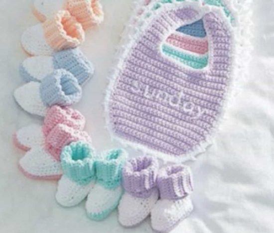 Newborn Crochet Bib and Booties Free Pattern