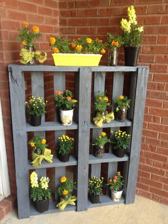 DIY Pallet Planter Shelf