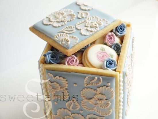 Brush Embroidery Cookie Box
