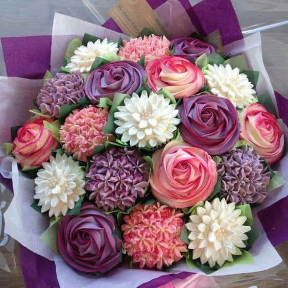 Learn How To Make A Gorgeous Cupcake Bouquet