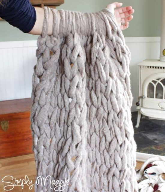 Knitting With Your Arms Instructions : Arm knit blanket tutorial easy diy pattern video instructions