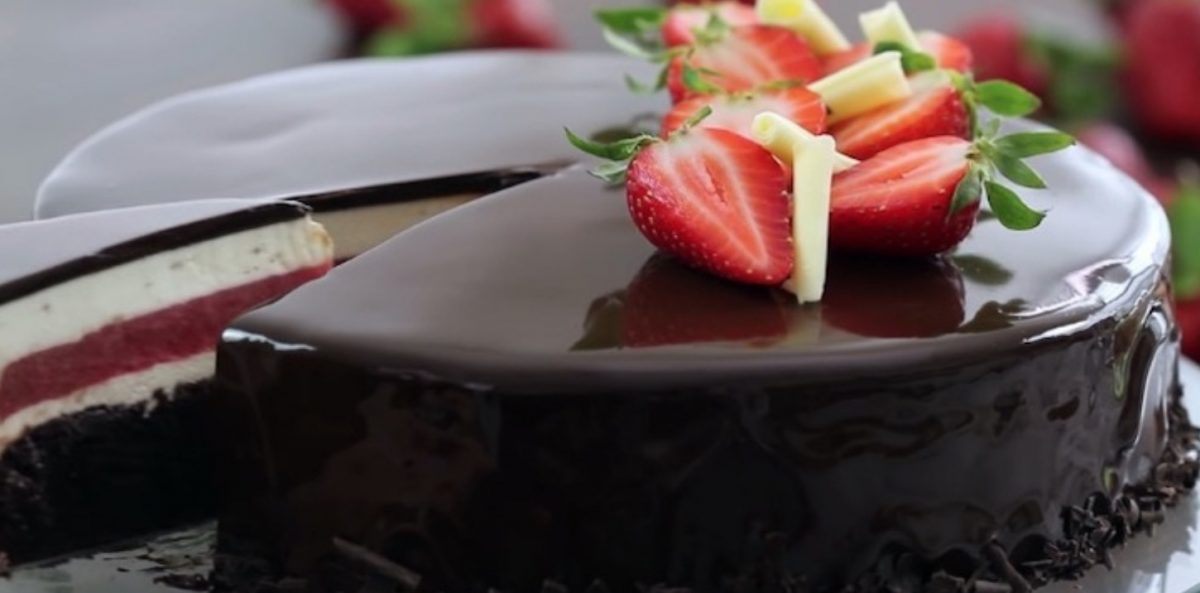 strawberry chocolate mirror cake