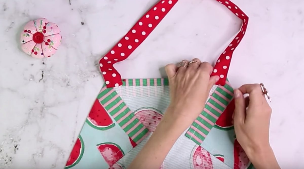 How To Make A Gorgeous Dish Towel Apron | The WHOot